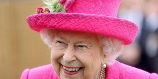 Isabel II reitera la intención de Johnson de salir de la UE la noche de Halloween