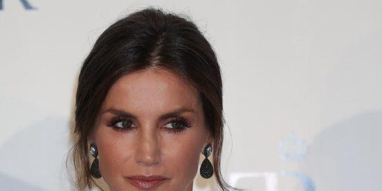 ¿Sabes que es un 'paper bag'?... Pues espabila, porque es la nueva obsesión de la reina Letizia