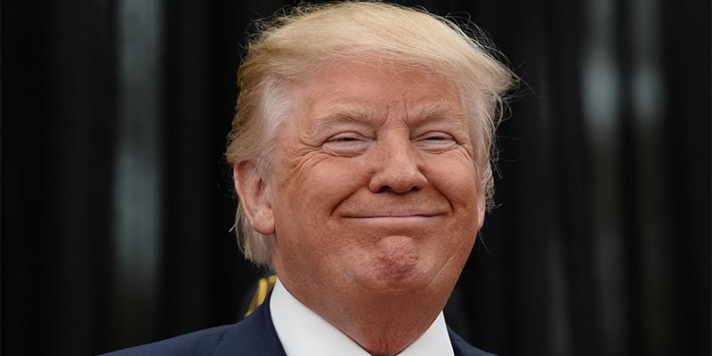 """Trump dice estar """"cargado y listo"""" para responder al ataque a la refinería saudí que ha disparado el precio del petróleo"""