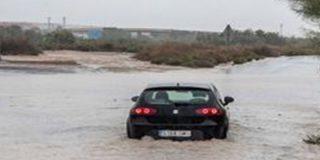 Dos hermanos mueren en un vehículo arrastrado por el agua en Caudete, Albacete