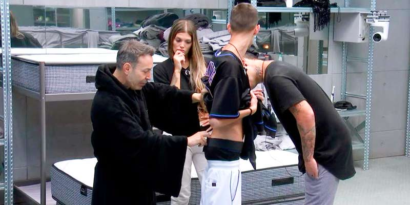 El Maestro Joao empieza a leer las nalgas de sus compañeros de 'GH VIP' y hace pronósticos para El Cejas e Irene Junquera