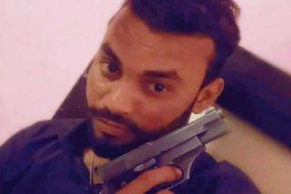 Mata a su amigo, se saca una selfie con el cadáver, olvida el móvil en la escena del crimen y la Policía ve la foto y lo trinca
