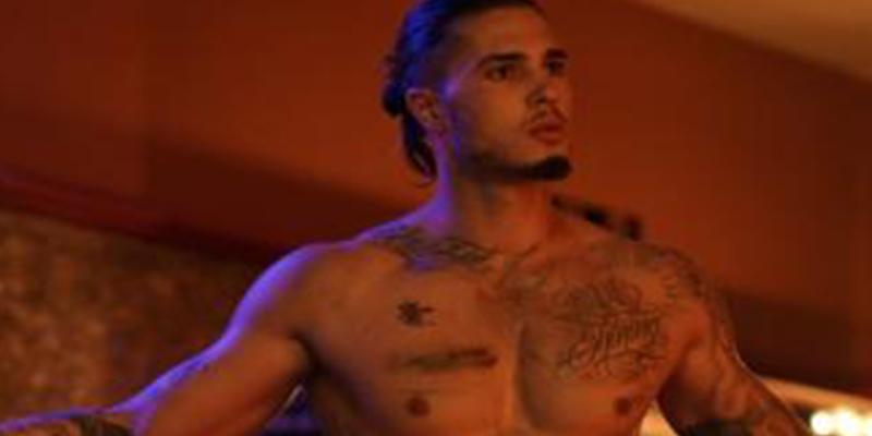 """El hijo de Mar Flores, Carlo Costanzia, stripper en 'Toy Boy': """"Se me ha abierto la visión en lo sexual"""""""