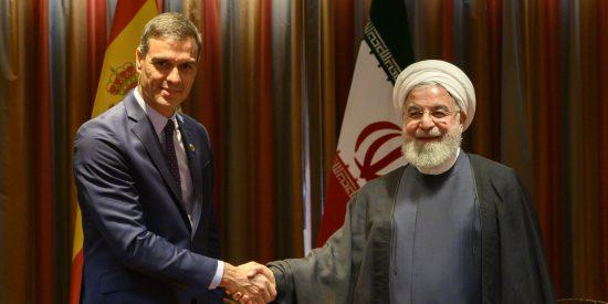 """El 'feminista' Pedro Sánchez se luce en un posado con el ayatolá presidente de Irán: """"¿Las mujeres podían mirar?"""""""
