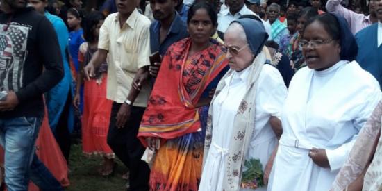 El Gobierno indio expulsa a una monja que había gastado su vida atendiendo a los pobres