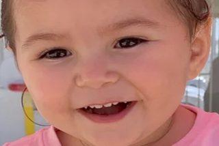 Esta niña de 2 años muere dentro un coche al sol mientras su madre bebía con un amigo