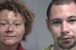 Esta pareja de Florida se lo montan en el asiento de atrás del coche de policía tras ser detenidos
