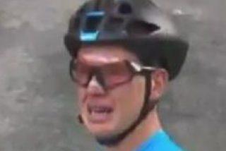 Este ciclista llora desconsolado tras pinchar en el Mundial y ver que ningún coche para a ayudarle