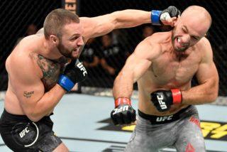 Este ex boxeador obtiene su primera victoria en la UFC noqueando a su rival en 17 segundos con una lluvia de mamporros