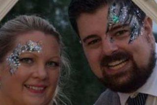 Este tipo apuñaló a su esposa después de pedirle que se vendara los ojos para darle una sorpresa