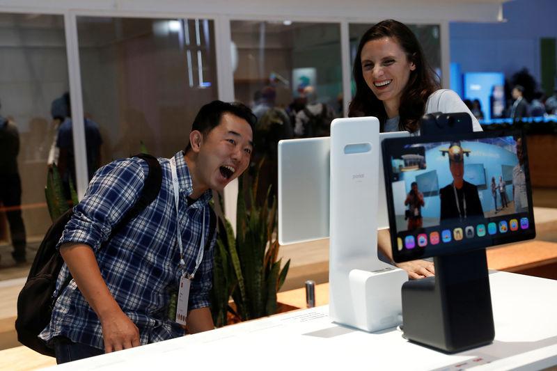 Facebook lanza un servicio de video chat Portal y dispositivos de transmisión de TV