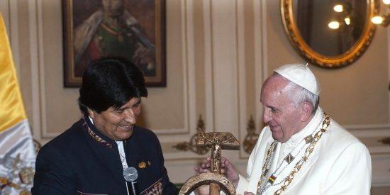 El Papa Francisco, comprensivo con los verdugos chavistas, equipara a cristianos y comunistas