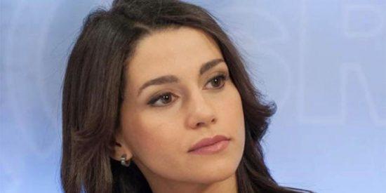Inés Arrimadas se enfrenta como una tigresa contra los sectarios 'indepes'