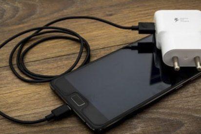 Una niña muere tras explotar su móvil: lo tenía en la almohada mientras cargaba