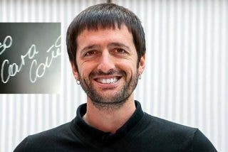 """Juanma del Olmo, dircom de Podemos, lanza en su marca de ropa el mensaje: """"Ayuso caracoño, Almeida carapolla"""""""