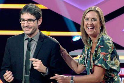 Una concursante de '¡BOOM!' se niega a dar dos besos al saludar a Juanra Bonet