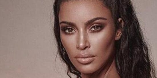 Kim Kardashian se embolsa dos millones de dólares en segundos gracias a su línea de fajas para 'gorditas que quieren aparentar'