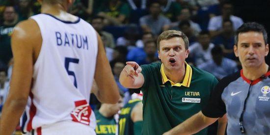 La FIBA expulsa a un árbitro español del Mundial por un grave error