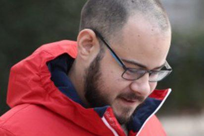 La Fiscalía no considera delito los tuits del rapero Pablo Hásel que desean que se estrelle el avión del Betis