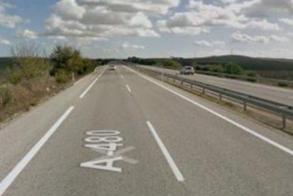 La Guardia Civil detiene a 5 personas en Cádiz y Sevilla tras arrojar tres cuerpos a la A-480, uno muerto, durante una persecución