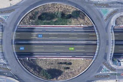 La Policía avisa de una extendida práctica que está multada con 200 euros y es muy peligrosa: 'Atrocha rotondas'
