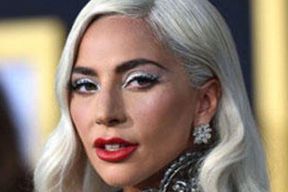 Lady Gaga nos deja en shock, tirada durmiendo en el suelo