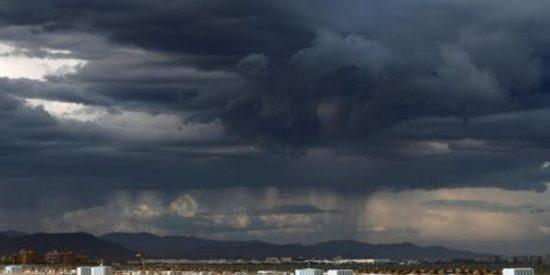 La gota fría llega con mucha fuerza a Baleares, Comunidad Valenciana y Murcia con lluvias intensas y ríos desbordados