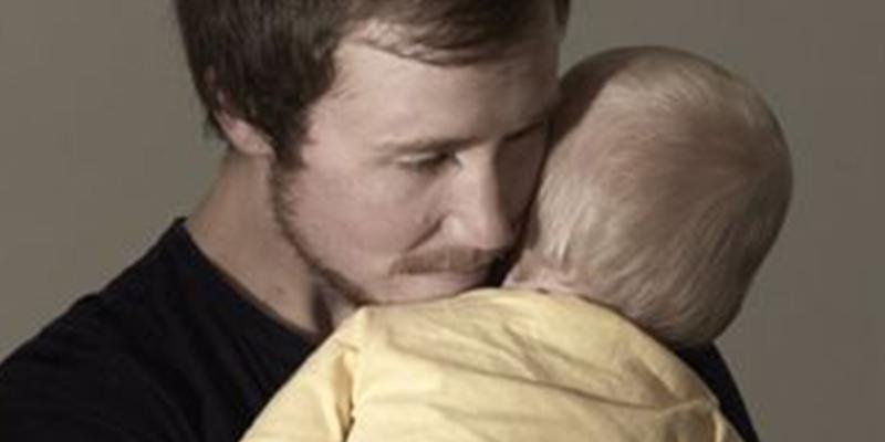 La historia de Freddy McConnell, el hombre que dio a luz