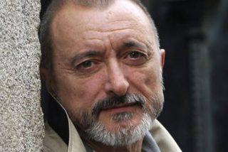 Patada en los morros de Pérez-Reverte a un tuitero 'poco leído' que le preguntó si es franquista