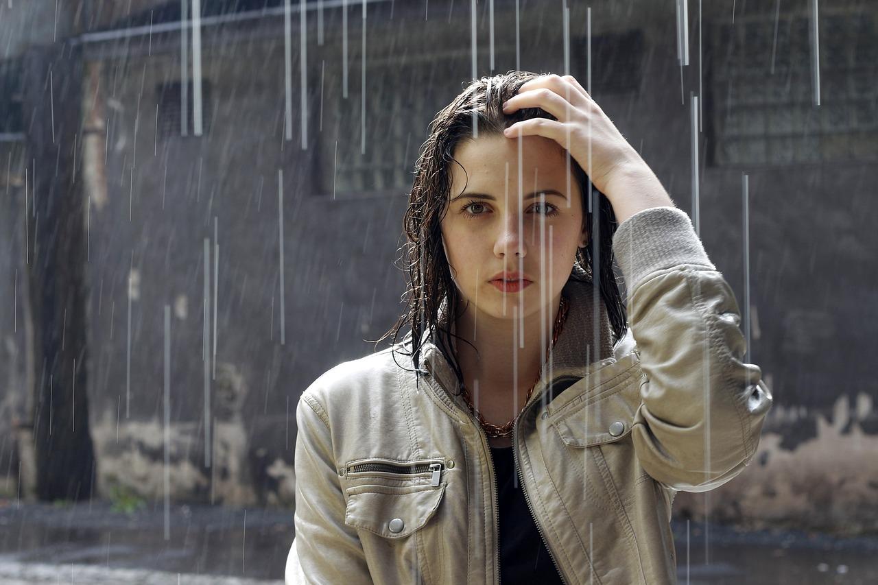 Pelos: tips para que los días de lluvia no te arruinen el peinado