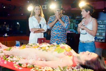 Mónica Naranjo se niega a comer del cuerpo desnudo de una mujer