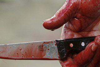 Un vecino asesina a otro a plena luz del día y otro graba la cuchillada desde su balcón