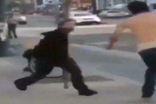 El pequeño gana la pelea callejera aliado con un árbol 'diabólico'