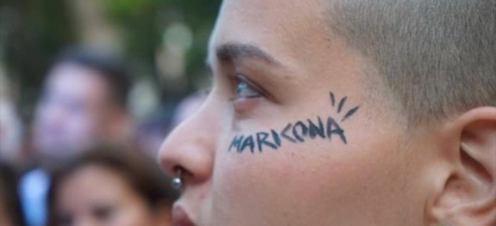 """Una manada de magrebíes apalea a un joven en Algeciras por gay: """"te rompemos la cara maricón"""""""