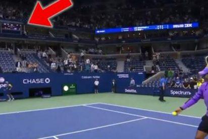 Rafa Nadal le pega un pelotazo a la cabina de comentaristas donde estaba John McEnroe y pasa esto…