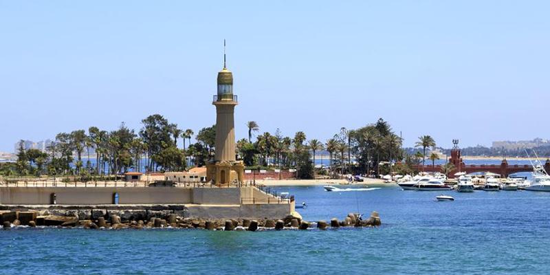 Un Policía Nacional salva a una mujer de morir ahogada en una playa de Egipto