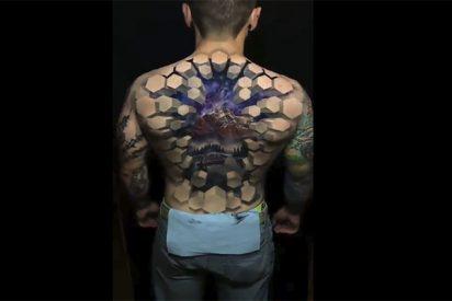 Vídeo Viral: un tatuaje escalofriante