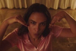 Camila Mendes baila en 'Side Effects' de The Chainsmokers