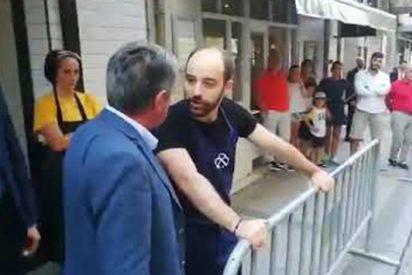 """El camarero al que abroncó Revilla por insultar a Sánchez: """"Yo creo que él también perdió los papeles, se puso como loco"""""""