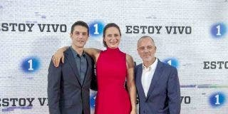 Alejo Sauras, Aitana Sánchez-Gijón y Javier Gutiérrez- Estoy Vivo - Tercera Temporada © RTVE