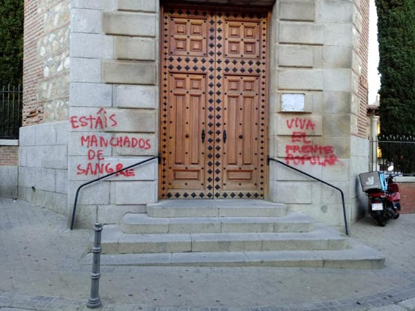 El Arzobispado de Madrid denuncia unas pintadas ofensivas en una parroquia