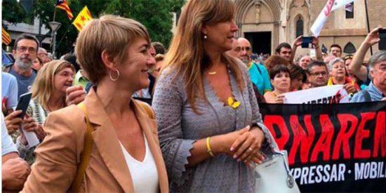 """Las redes se tronchan de la """"pija"""" separatista Laura Borràs por manifestarse contra la Guardia Civil con un bolso de más de mil euros"""
