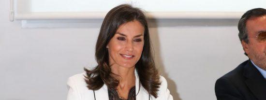 Doña Letizia arrasa con un look low cost de una conocida firma española