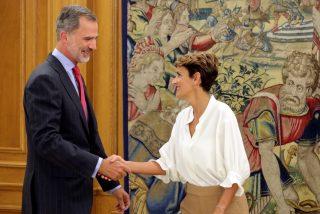 Otro 'real' peaje que paga el PSOE por la presidencia de Navarra: María Chivite se 'bildutiza' y le hace un feo de campeonato a los Reyes de España