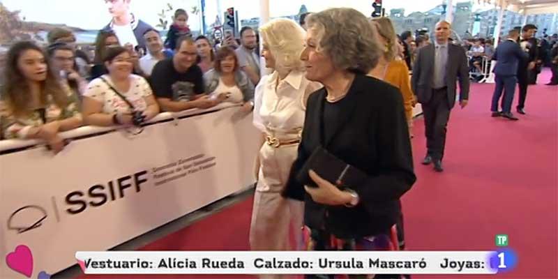 TVE convierte en noticia a la 'soviética' Rosa María Mateo desfilando por la alfombra roja del Festival de San Sebastián como si de una estrella del cine se tratara