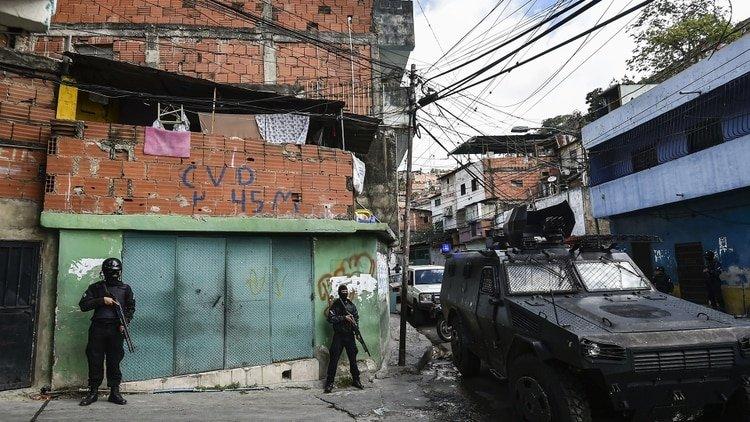 """Un miliciano chavista, traicionado por las FAES de Maduro: """"Soy revolucionario, pero mataron a mi hijo sin justificación"""""""