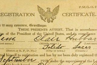 ¡Impresionante!: Compra una biblia y encuentra dentro una tarjeta de registro de la Primera Guerra Mundial, firmada hace 101 años