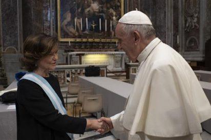 Carmen Calvo saluda al papa y al cardenal Parolin en el Vaticano