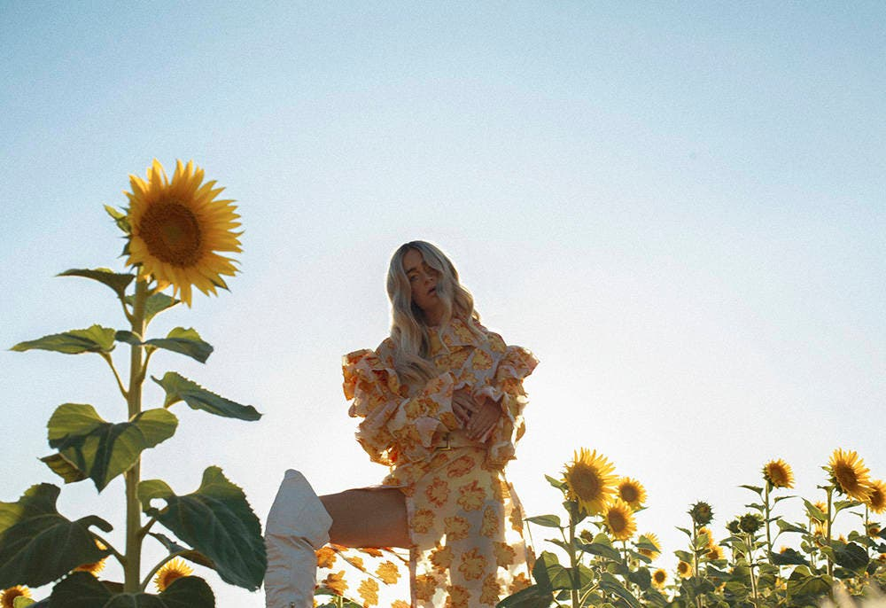 EDITORIAL DE MODA: Yellow kissed sky