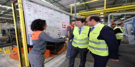 Fernández Mañueco anuncia para antes de final de año una rebaja media del 15 % en el precio del suelo industrial de la Junta